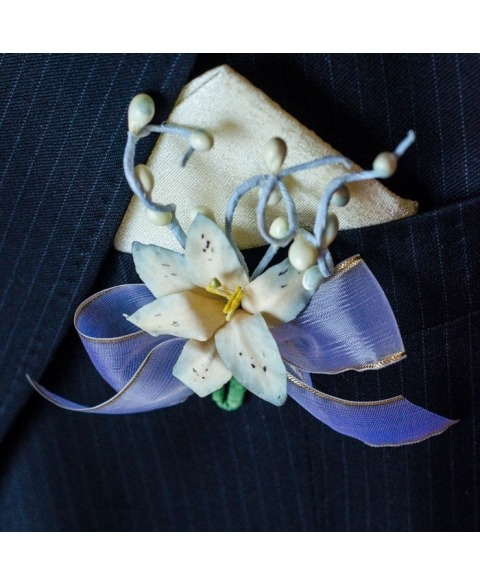 Flori piept -Crin albastru
